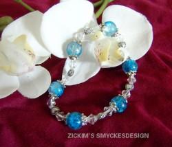 AR041 Frosty blueheart: Elastiskt armband med blåa krackelerade pärlor och små hjärtan...89:-SÅLD