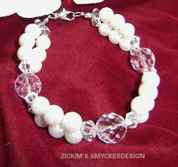 AR042 Crystal white: Armband med vita vaxpärlor och facetterade glaspärlor...95:- 55:-