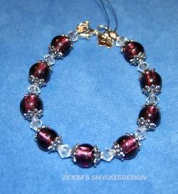 AR049 Purple princess: Armband med mörklila glaspärlor...SÅLD För att se en större bild, klicka på denna länk.