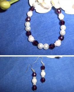 SE025 Purple princess: Armband med lila och vita pärlor samt örhängen...75:- 45:-
