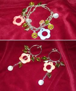 SE023 Flowerpower 2: Armband och örhängen med läckra snäckskals blommor...125:-SÅLDFör att se en större bild, klicka på denna länk.