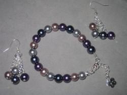 SE035 Multi color set: Armband + örhängen med pärlor i olika färger...79:- SÅLD För att se en större bild, klicka på denna länk.