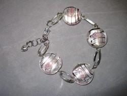AR069 White candy: Armband med svagt rosa glaspärlor  och ovala länkar...69:- 39:- För att se en större bild, klicka på denna länk.