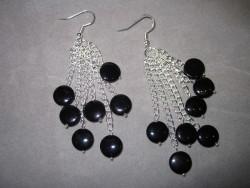 OR033 Black pearl chain: Örhängen med svarta snäckskalsplattor på kedjor...89:- SÅLD  För att se en större bild, klicka på denna länk.