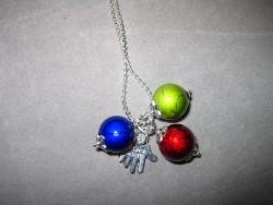 HA062 Drizzle hand: Halsband med drizzle pärlor och ett hänge med texten