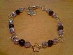 AR002 Purpleflower: Armband med små blommor och lila pärlor...69:- SÅLD