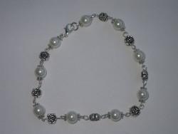 OV009 Foot rose: Fotlänk med vita pärlor och små rosor...80:-SÅLDFör att se en större bild, klicka på denna länk.