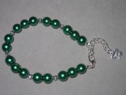 AR099 Green arm: Armband med gröna pärlor...70:- SÅLD För att se en större bild, klicka på denna länk.