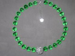 HA082 Big green ball: Halsband med gröna glaspärlor och en stor silverfärgad trasselboll...SÅLD För att se en större bild, klicka på denna länk.