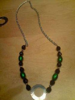 NA002 Green name: Halsband med gröna och svarta pärlor med stansbar ring (valfri text)...80:- SÅLD