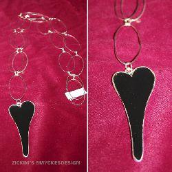HA012 Blackheart: Längre halsband med ovala länkar och ett svart stort hjärta som hänge...100:- SÅLD