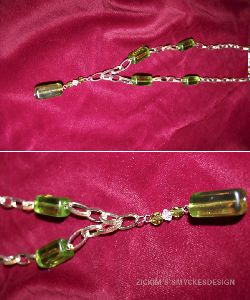 HA015 Greenbox: Längre halsband (70 cm) med grov kedja och gröna stora glaspärlor...80:- SÅLD
