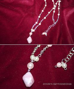 HA008 Pinkrock: Halsband med små vaxpärlor i vitt och ljusrosaoch kedja...89:-SÅLDFör att se en större bild, klicka på denna länk.