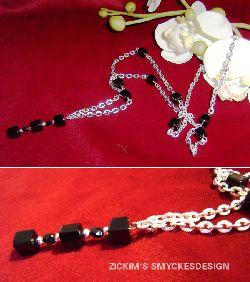 HA025 Black cube: Halsband med svarta glas kuber på kedja...65:- 45:-  För att se en större bild, klicka på denna länk.