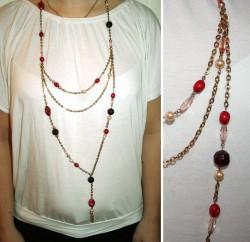 HA027 Long red: Långt halsband med guldfärgad kedja och röda pärlor ochhänge (översta kedjan närmast halsen ingår ej, privat smycke)...75:-SÅLDFör att se en större bild, klicka på denna länk.