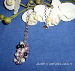 HA034 Candy corn: Halsband med klase av pärlor på kedja...95:- SÅLD