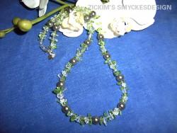 HA038 Pearlchip: Halsband med bergskristall chips i glasklar och grönt med silver pärlor...75:- SÅLD