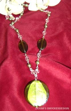 HA040 Big green: Halsband med stor glaspärla (platt) i grönt...105:-SÅLD