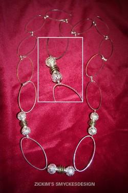 HA046 Cage link: Halsband med ovala länkar samt filigran pärlor och gröna pärlor i bur... 80:- SÅLD  För att se en större bild, klicka på denna länk.