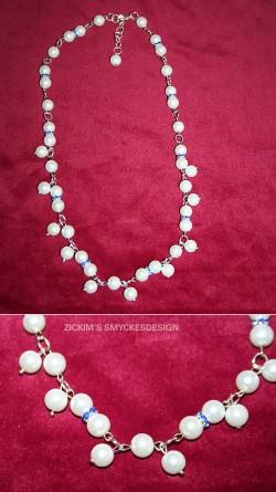 HA052 Snow drop: Halsband med vita pärlor och blå strass mellandelar...115:- SÅLD