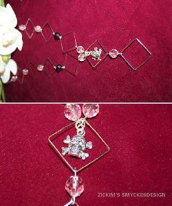 HA016 Pinkdeath: Halsband med fyrkanter och kedja, rosa pärlor och en döskalle som hänge...85:- SÅLD