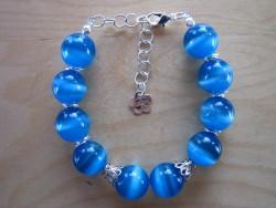 AR055 Blue cateye: Armband med stora blåa cat eye pärlor...95:- SÅLD  För att se en större bild, klicka på denna länk.