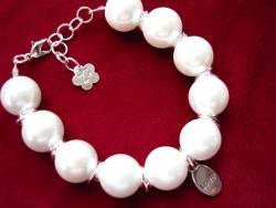 AR058 Snowball: Armband med stora vita pärlor och