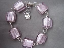 AR060 Candy cube: Armband med rosa fyrkantiga glaspärlor...69:- SÅLD  För att se en större bild, klicka på denna länk.