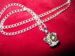 HA054 Green crown: Halsband med en krona med en grön pärla i...99:-  För att se en större bild, klicka på denna länk.