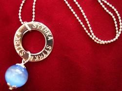 NA010 Blue strength: Halsband med stansad ring med texten