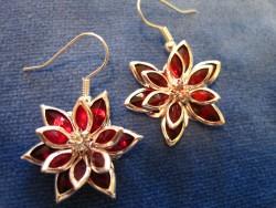 OR030 Red flower: Örhängen med röda blommor...75:- 40:-För att se en större bild, klicka på denna länk.
