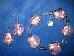 SE031 Pink Candy: Armband med härliga rosa glaspärlor och tillhörande örhängen...79:- SÅLD  För att se en större bild, klicka på denna länk.