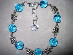 AR063 Blue star: Armband med blå glaspärlor och stjärnor...75:- SÅLD  För att se en större bild, klicka på denna länk.