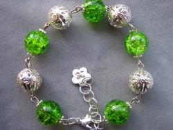 AR073 Light green: Armband med gröna krackelerade  glaspärlor och filigran bollar...69:- SÅLD För att se en större bild, klicka på denna länk.