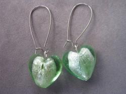 OR034 Green heart: Örhängen med gröna muranoglas hjärtan...59:- SÅLD För att se en större bild, klicka på denna länk.
