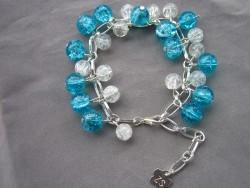 AR080 Frosty bluewhite link: Armband med krackelerade  glaspärlor i vitt och blått...79:- 40:- För att se en större bild, klicka på denna länk.