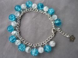 AR081 Frosty bluewhite chain: Armband med krackelerade  glaspärlor i vitt och blått...75:- 40:- För att se en större bild, klicka på denna länk.