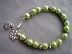 AR083 Chubby green: Armband medgröna pärlor samt  knubbiga mellandelar...69:- SÅLD  För att se en större bild, klicka på denna länk.