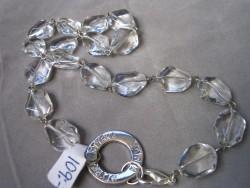 NA017 Clear strenght: Halsband med klara glaspärlor och stansad ring med texten