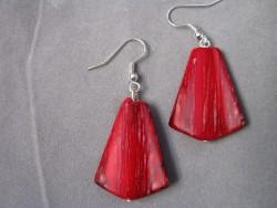 OR039 Red triangle: Örhängen med röda trianglar...45:-  SÅLDFör att se en större bild, klicka på denna länk.