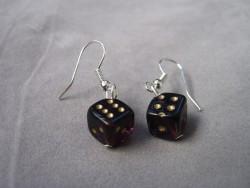 OR040 Dice ear: Örhängen med tärningar i glas...35:- SÅLD  För att se en större bild, klicka på denna länk.