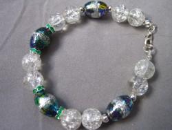 AR087 Easter egg: Armband med vita krackelerade pärlor  samt målade glaspärlor...85:- SÅLD För att se en större bild, klicka på denna länk.