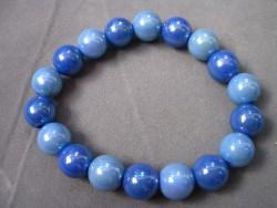 AR088 Candy blue: Elastiskt armband med härliga akryl  pärlor i blått...40:- SÅLD För att se en större bild, klicka på denna länk.