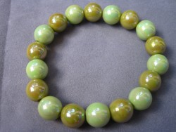 AR089 Candy green: Elastiskt armband med härliga akryl  pärlor i grönt...40:- SÅLD För att se en större bild, klicka på denna länk.