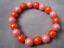 AR090 Candy red: Elastiskt armband med härliga akryl pärlor i rött...40:- SÅLD För att se en större bild, klicka på denna länk.