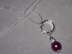 HA078 Purple strass: Halsband med en lila pärla på en strass ring...90:- SÅLD  För att se en större bild, klicka på denna länk.