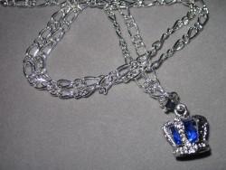 HA086 Blue crown: Halsband med en krona med blå pärla innuti...99:- (finns 3 st på lager)  För att se en större bild, klicka på denna länk.
