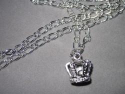HA085 White crown: Halsband med en krona med vit pärla innuti...90:- SÅLD  För att se en större bild, klicka på denna länk.