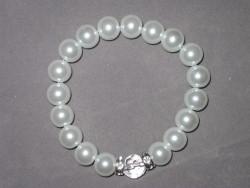 AR119 White crystal: Elastiskt armband med vita pärlor  och strass mellandel...89:-  49:- För att se en större bild, klicka på denna länk.