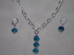 SE040 Three drop blue: Halsband + örhängen med blågröna tjeckiska glaspärlor...99:- 59:-  För att se en större bild, klicka på denna länk.